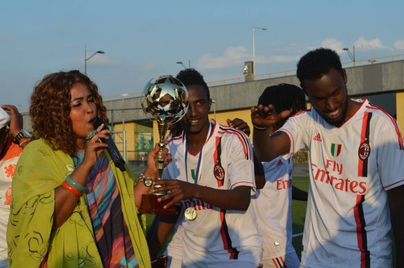 Eindhoven_wins_Summer_Cup_2014_and_Laki_Hajji_performs_her_new_releiced_Somali_song_for_them_.jpg